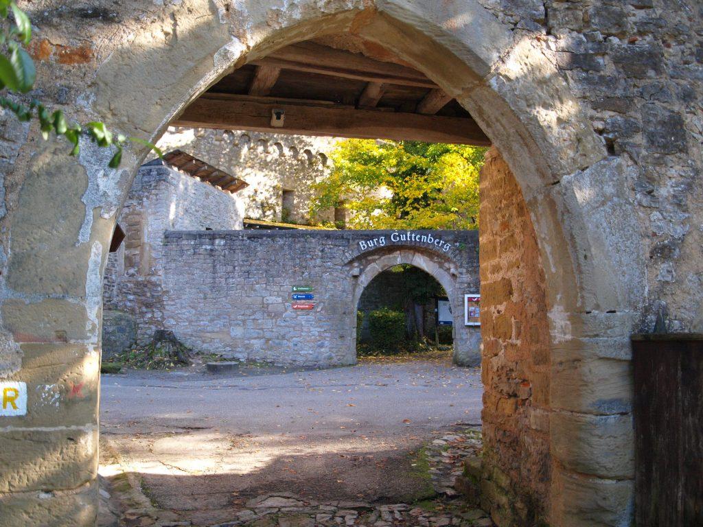 Eingang zur Burg Guttenberg