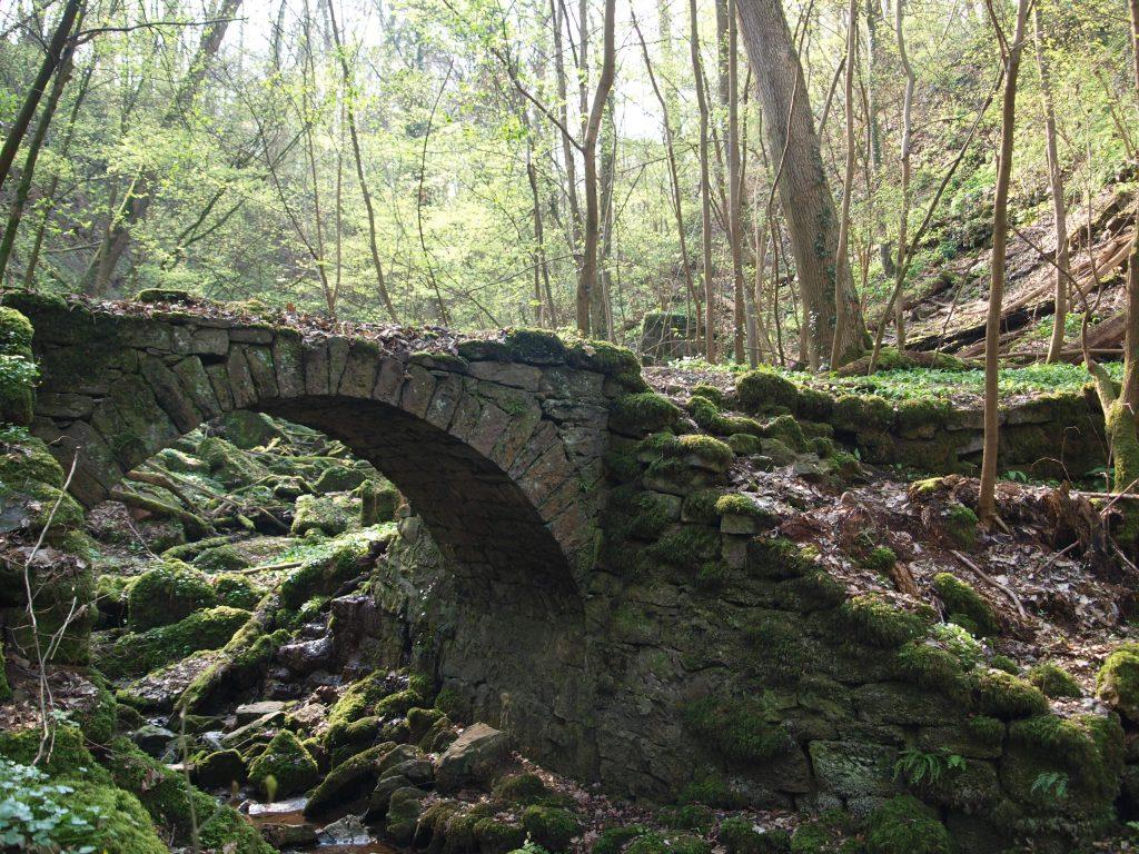 Brücke am triefenden Stein