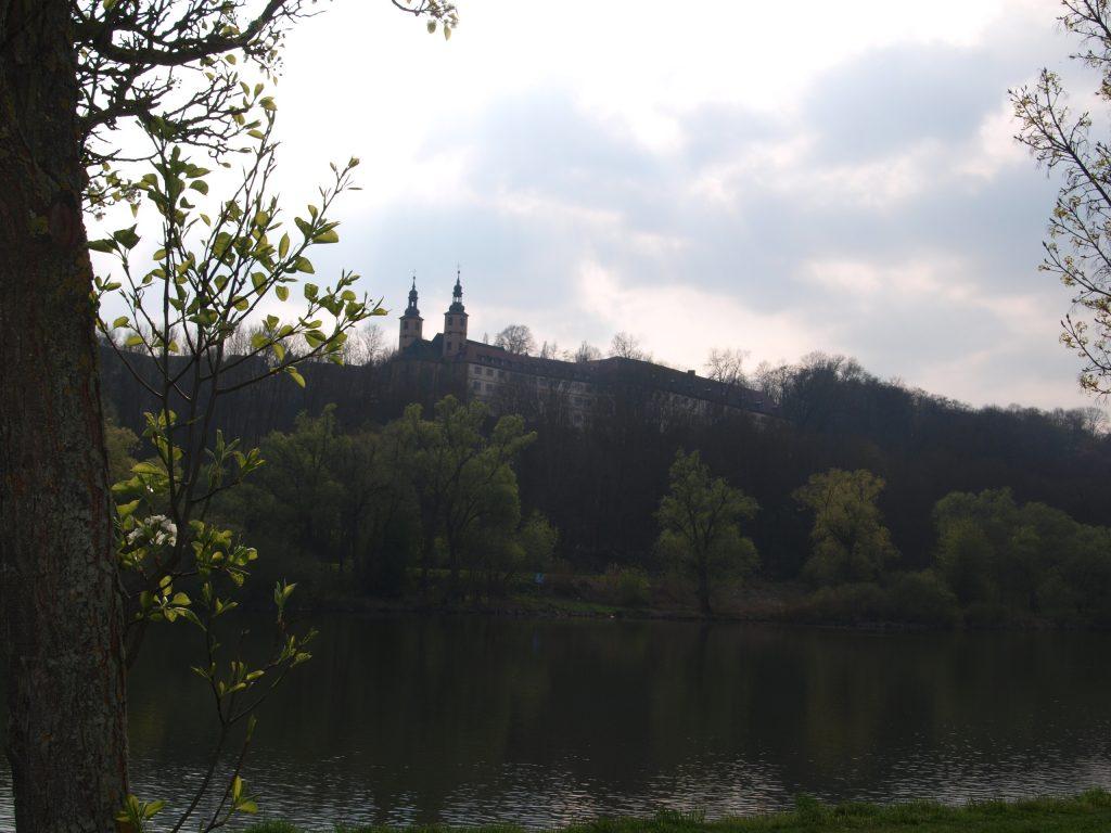 Sicht auf das Kloster Triefenstein