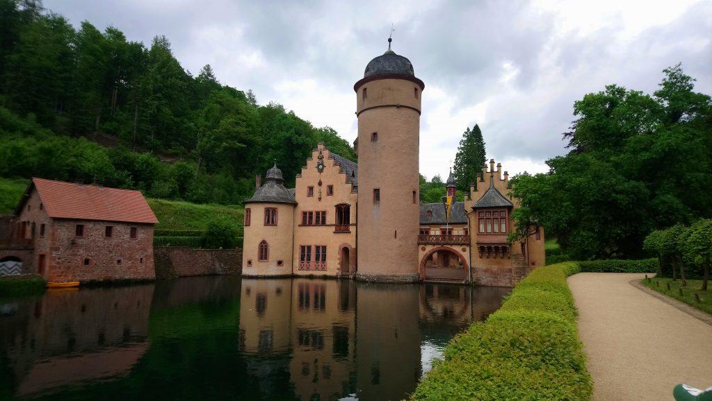 Blick auf das Wasserschloss in Mespelbrunn