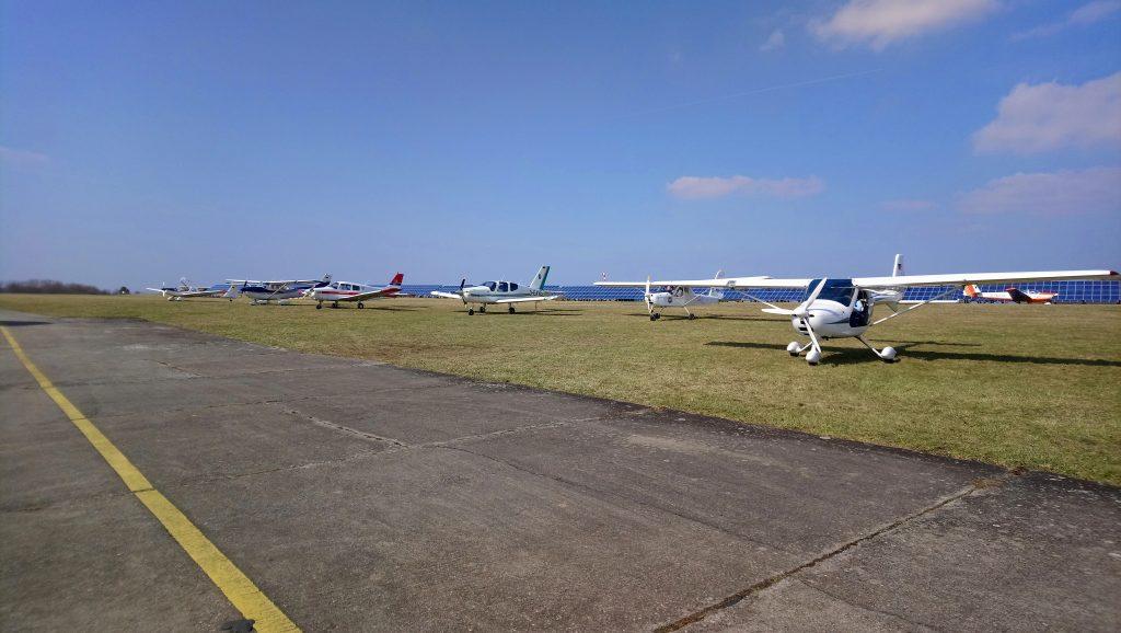 Flugzeuge auf dem Flugplatz Schenkenturm